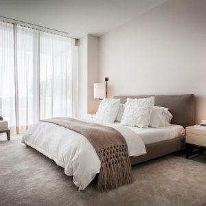 Интерьер светлой спальни