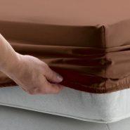 Как закрепить простынь на матрасе, чтобы не скользила. Фото