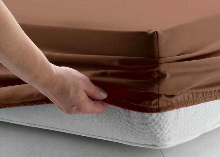 Как закрепить простынь на матрасе