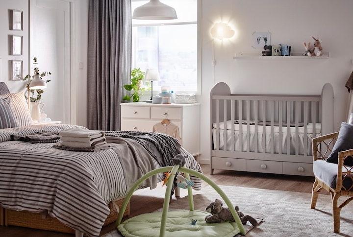Кроватка в спальне родителей: призываем на помощь в оформлении текстиль