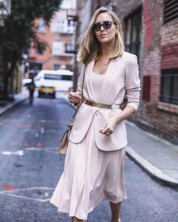 Почему на свидание не стоит одеваться женственно