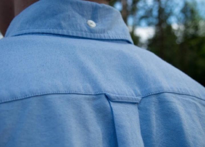 Раскрываем тайну петельки на спине дорогой мужской рубашки