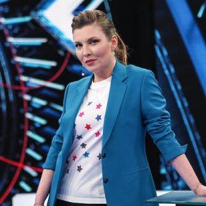 Как менялся стиль Ольги Скабеевой от внешкора «Неделя в городе» до железного голоса политического шоу «60 минут»