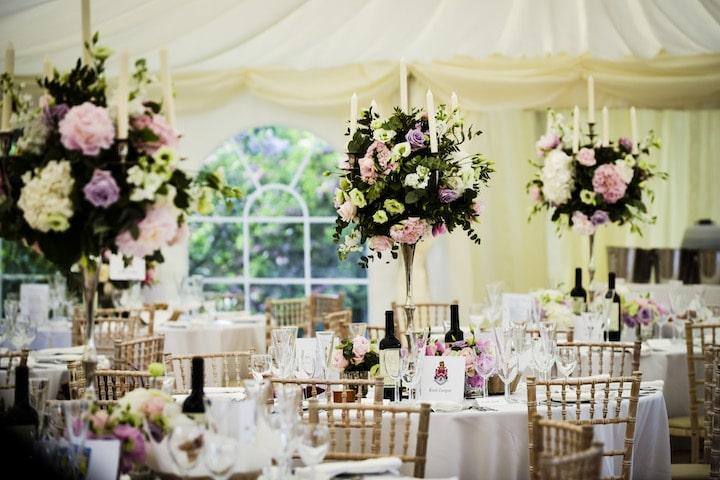 Варианты сочетания свадебной флористики и текстиля